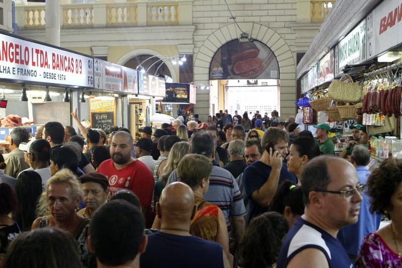 Movimento do último dia do ano no Mercado Público