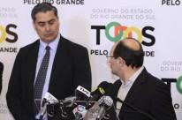 José Ivo Sartori e Giovani Feltes (e) avaliam, com núcleo do governo, renovação de decreto