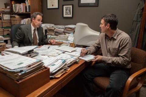 Stanley Tucci e Mark Ruffalo em cena de Spotlight: Segredos revelados, que estreia amanhã