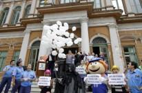 Em ação simbólica, para cada vida salva, foi solto um balão branco