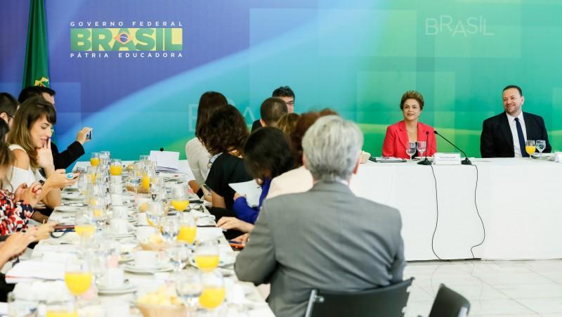 A jornalistas, presidente criticou idade média de 55 anos no Brasil
