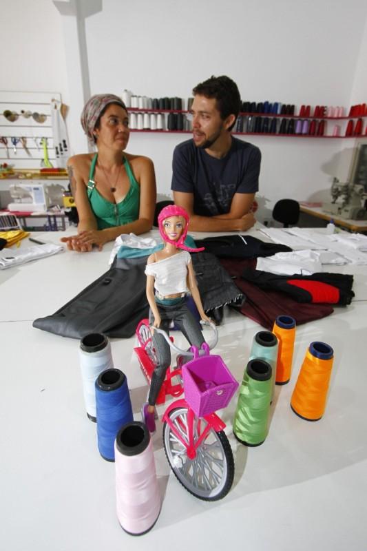 Carolina e Cardoso produzem vestuário para ciclismo urbano