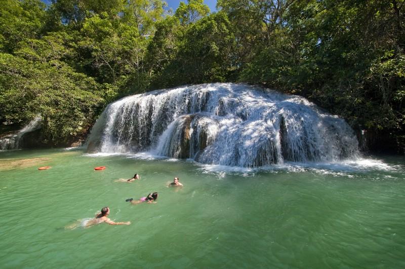 Belezas naturais brasileiras, como em Bonito, no Mato Grosso, têm conquistado os visitantes asiáticos