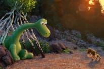 Filme mostra a amizade de um dinossauro com uma criança humana