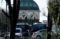 Polícia isolou a área para o caso de acontecer uma segunda explosão