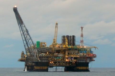 Petróleo fecha em alta de quase 5% com corte na oferta da Arábia Saudita