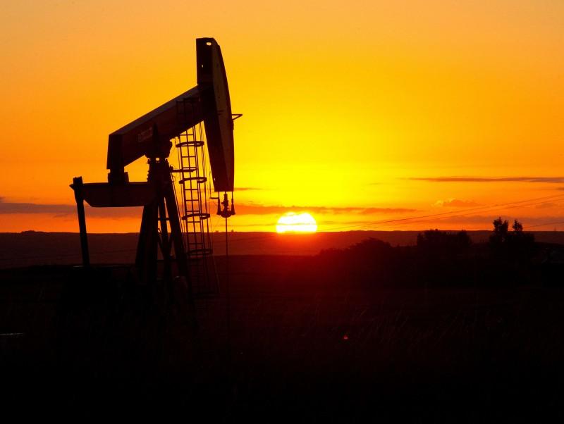 Na Nymex,  o barril do petróleo WTI com entrega prevista para novembro caiu 0,25% (US$ 0,20), a US$ 80,44, enquanto na ICE, o Brent para dezembro recuou 0,29% (US$ 0,24), a US$ 83,18