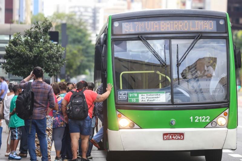 Famílias brasileiras gastaram mais com transportes públicos no período