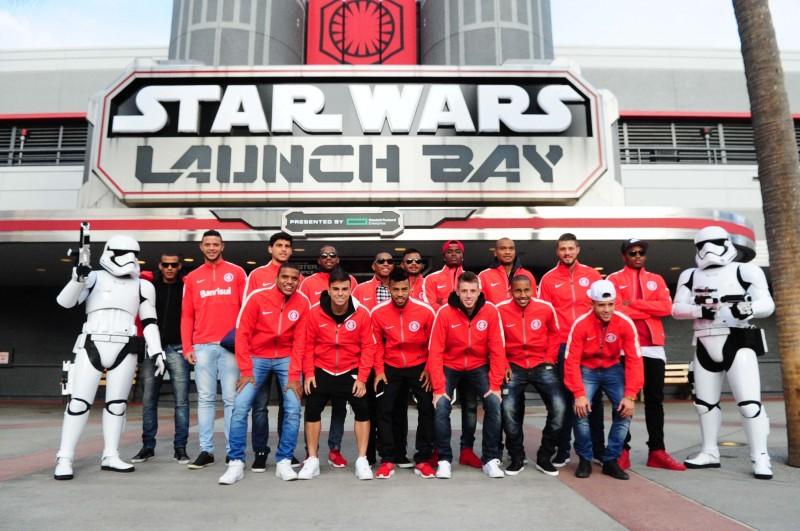 Alguns jogadores aproveitam a folga para visitar parques da Disney