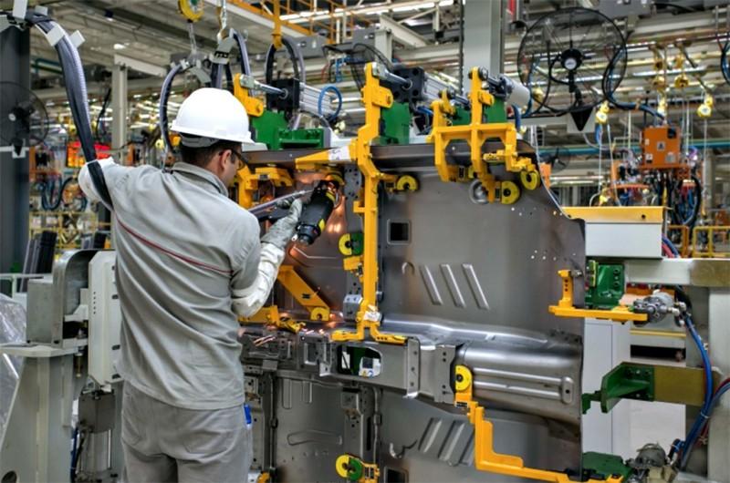 Resultado de imagem para Setor de máquinas e equipamentos tem alta de 10,6% no faturamento em julho