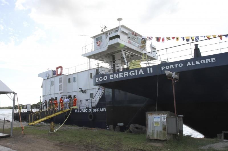 O empurrador Mauricio Sffair e a barcaça Eco Energia II iniciaram o transporte em janeiro