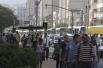 Fila de ônibus na avenida João Pessoa chegou à avenida Ipiranga