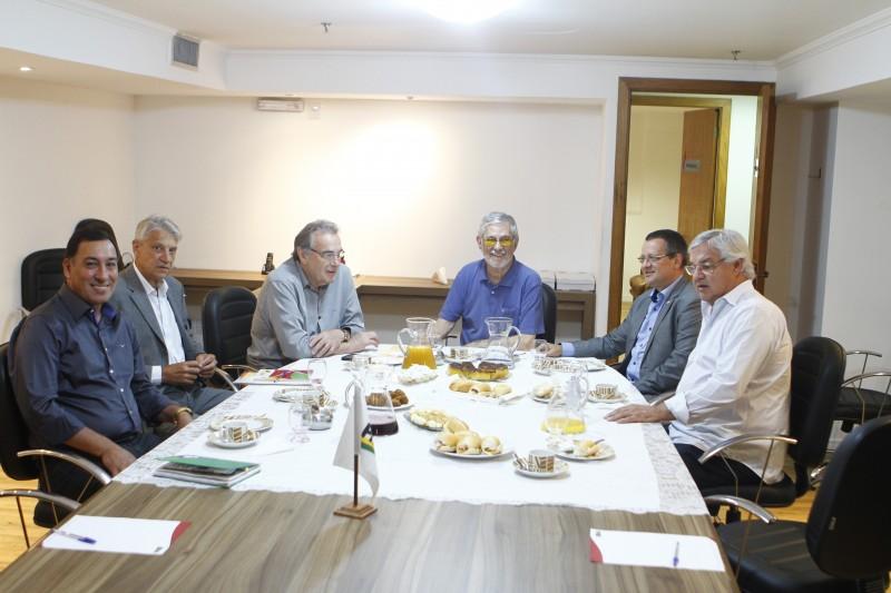 Ibsen Pinheiro recebeu dirigentes partidários para avaliar cenário da disputa eleitoral em Porto Alegre