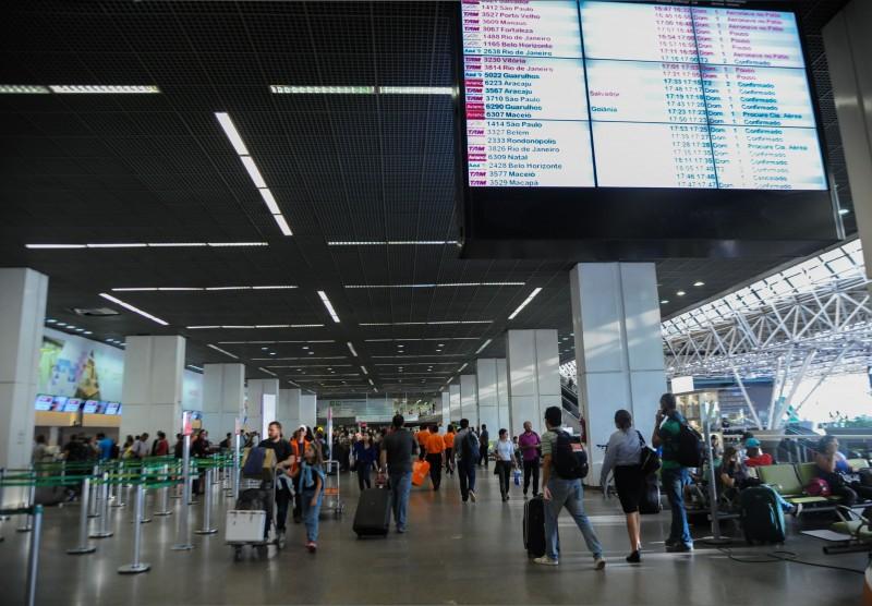 Para tentar baratear custo de bilhete, Anac quer rever direitos de passageiros