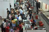 Crise e câmbio reduziram número de passageiros, o que inviabiliza aumento de preços pelas companhias