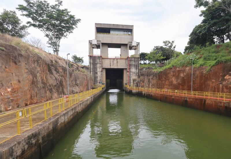 Profundidade do canal do Tietê-Paraná teve a navegação interrompida, porque águas rasas colocavam barcas em risco