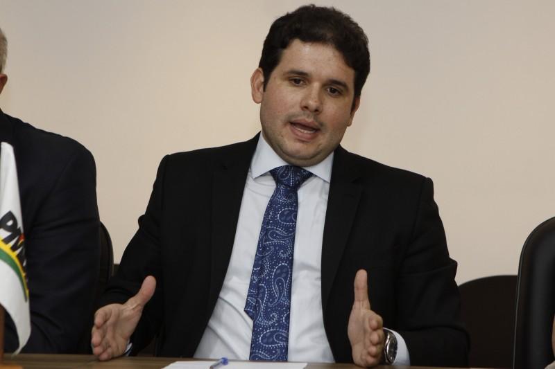 Em campanha pela liderança, Hugo Motta teve boa acolhida no Estado