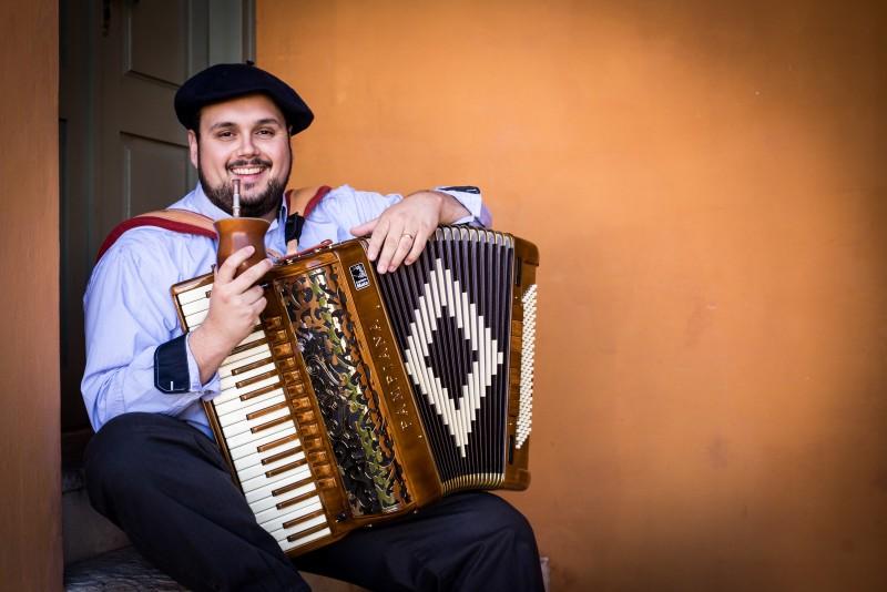 Luciano Maia é acordeonista do Quartchêto
