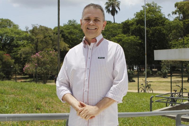 Joaquim Melo, do Banco Palmas, pauta o uso do dinheiro como moeda de troca, e nada mais