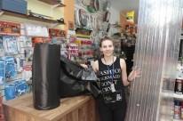 Camila exibe os itens mais procurados após a tormenta de sexta-feira