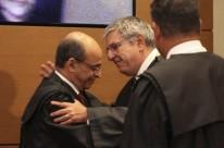 Aquino (e) passou ontem o cargo de presidente da instituição a Difini
