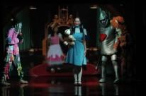 Sessões de O Mágico de Oz no sábado à tarde no Teatro Zé Rodrigues
