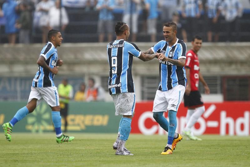 Everton e Luan marcaram os dois primeiros gols do Tricolor