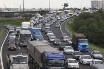 Alto tráfego de veículos costuma acelerar degradação do asfalto, impactando os valores de manutenção