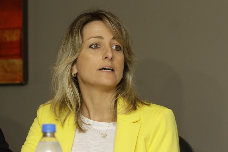 Simone Leite preside a Acis de Canoas