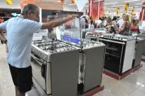 Com orçamento comprometido, compra de bens duráveis é adiada