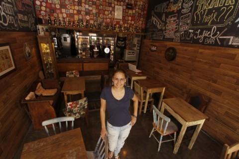 Geração E - entrevista com a sócia do Bar Infiel no Shopping Olaria    na foto: Juliana Pacheco