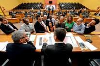 Depois de debate acirrado em plenário, parlamentares decidiram transferir votação para segunda-feira