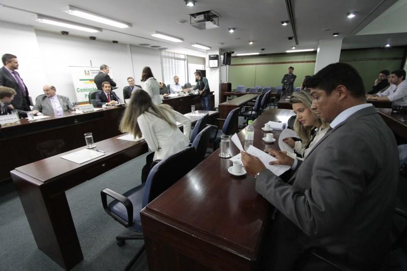 Mário Jardel (d) é acusado de contratar funcionários-fantasma e de envolvimento com tráfico de drogas