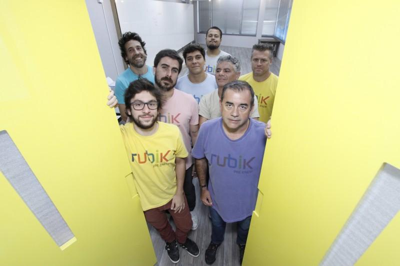 Equipe da Rubik promove aulas multidisciplinares no bairro Bom Fim, na Capital