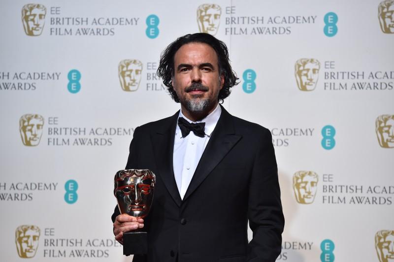 """Mexicano Alejandro Gonzalez Inárritu recebeu os troféus de melhor diretor e melhor filme por """"O regresso"""""""