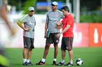 Goleiro Dida (c) iniciou ontem um estágio para ser treinador