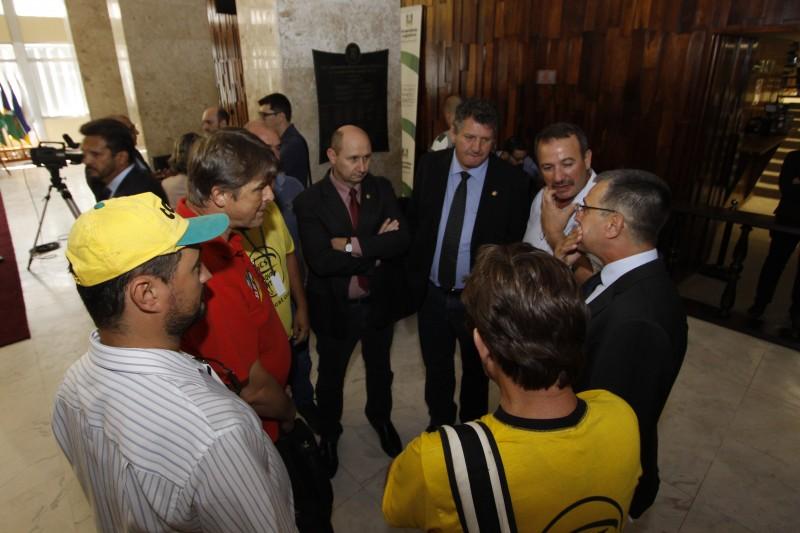 Sindicalistas aproveitam para fazer corpo a corpo com parlamentares