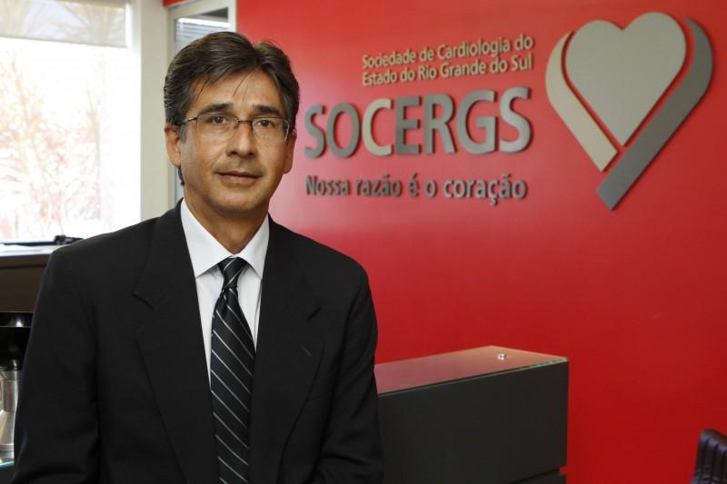 Foto do Dr. Gustavo Glotz, presidente da Sociedade de Cardiologia do Rio Grande do Sul.