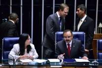 Coube ao 1º vice Waldir Maranhão fazer a leitura da promulgação