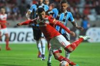 Melhor em campo, Triverio marcou os dois gols da vitória mexicana