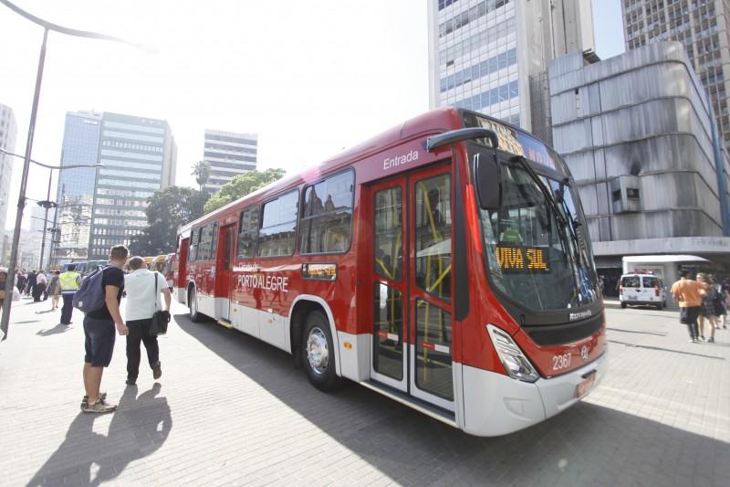 Novos ônibus começaram a circular na segunda-feira com mudança no sistema