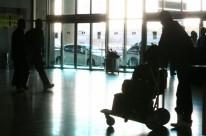 Para reduzir custos, uma saída é viajar e voltar no mesmo dia do compromisso, cortando gastos com hotel