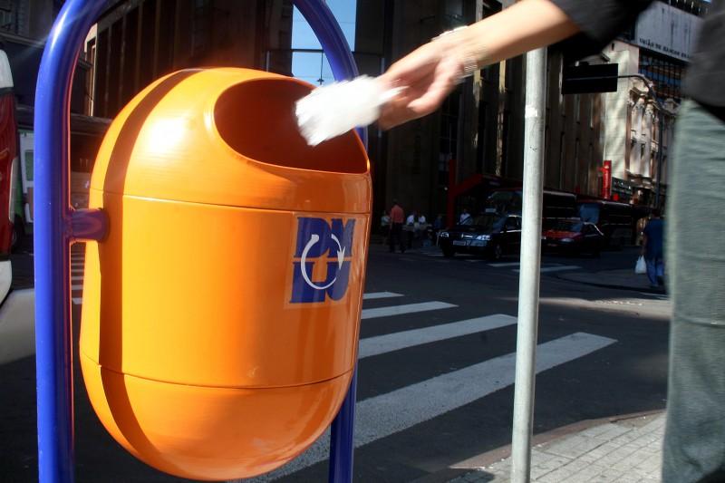 Ao todo, 3 mil cestos serão colocados nas ruas até o dia 13 de maio