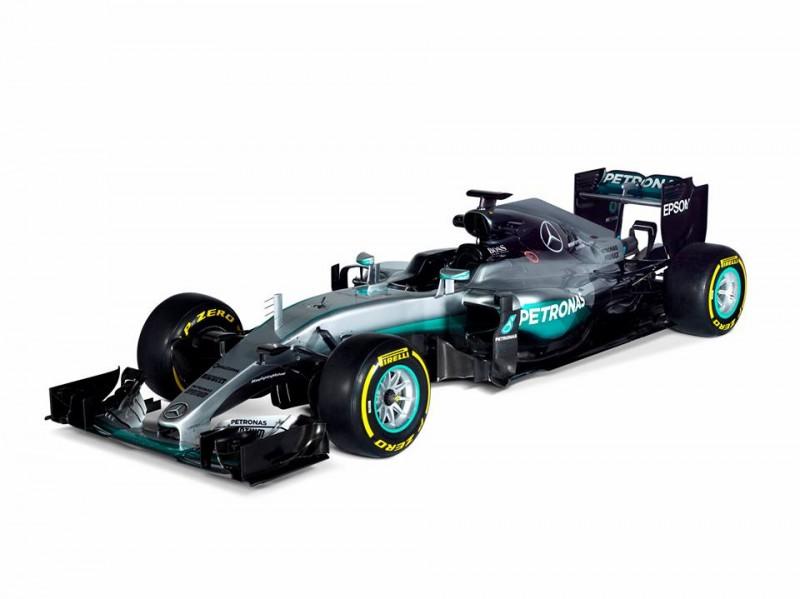 Novos carros foram apresentados ontem e já vão para pista hoje, em Barcelona