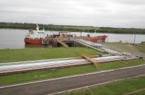 Navio carregando produtos químicos da Braskem para o porto de Rio Grande
