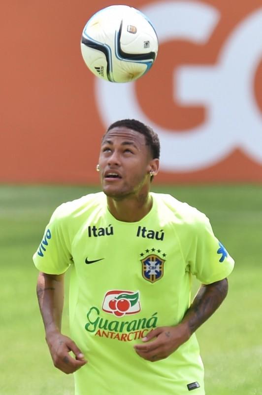 Dunga não sabe se o atacante Neymar estará na Copa América.