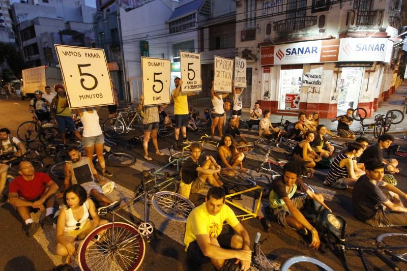 Ciclistas vêm realizando protestos no local onde ocorreu o atropelamento
