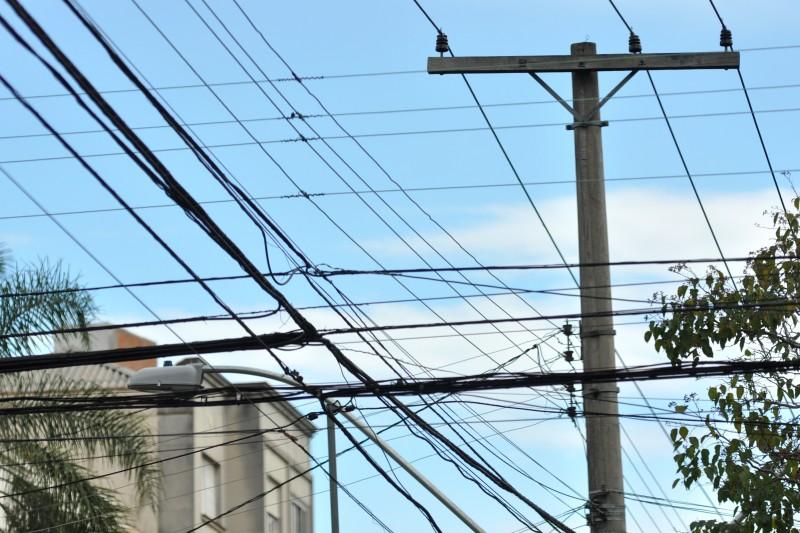 Conserto de cada poste leva em média 4 horas para ser concluído, segundo a CEEE