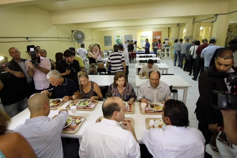 O Restaurante Popular abriu as portas em local definitivo, nesta quinta-feira, 25, na Rua Santo Antônio, 64, bairro Floresta.