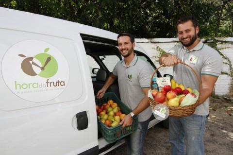GeraçãoE - Hora da Fruta, negócio que entrega lanches saudáveis em empresas.     Na foto:  e/d: Fabio Terres Teixeira  e  Alan Rescia Costa ( sócios )